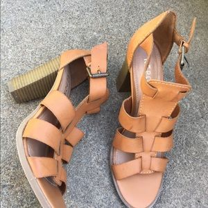 Women's Report Tan Leather Bird Cage Heels Size 9M